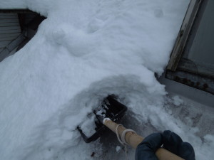 Очистка от снега кровли